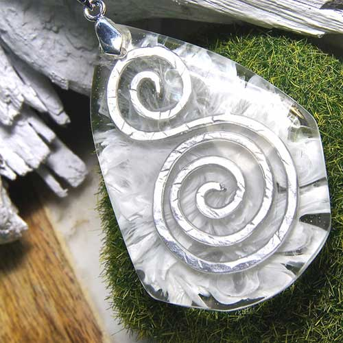 Hammered Metal And Resin Jewelry–madebybarb Hero