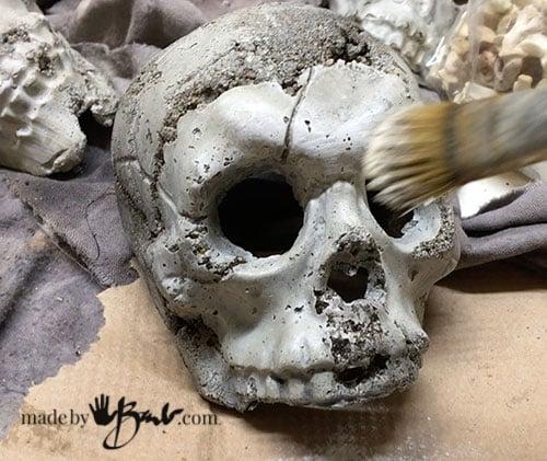 dry brush white on skull